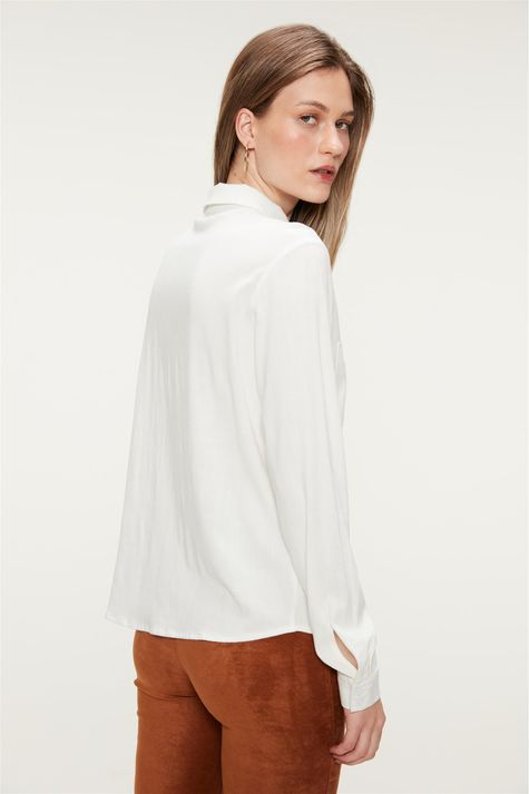 Camisa-Lisa-com-Bolsos-Feminina-Costas--