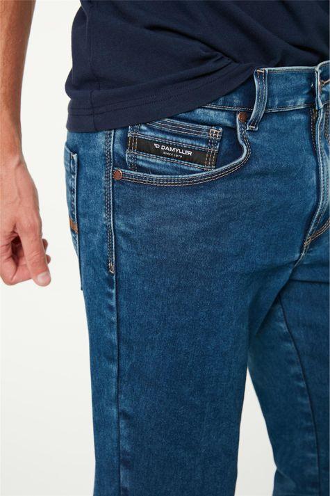 Calca-Jeans-Escuro-Reta-Masculina-C2-Detalhe-1--