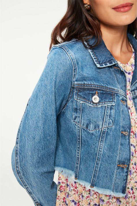Jaqueta-Jeans-Azul-Medio-Cropped-Detalhe-1--