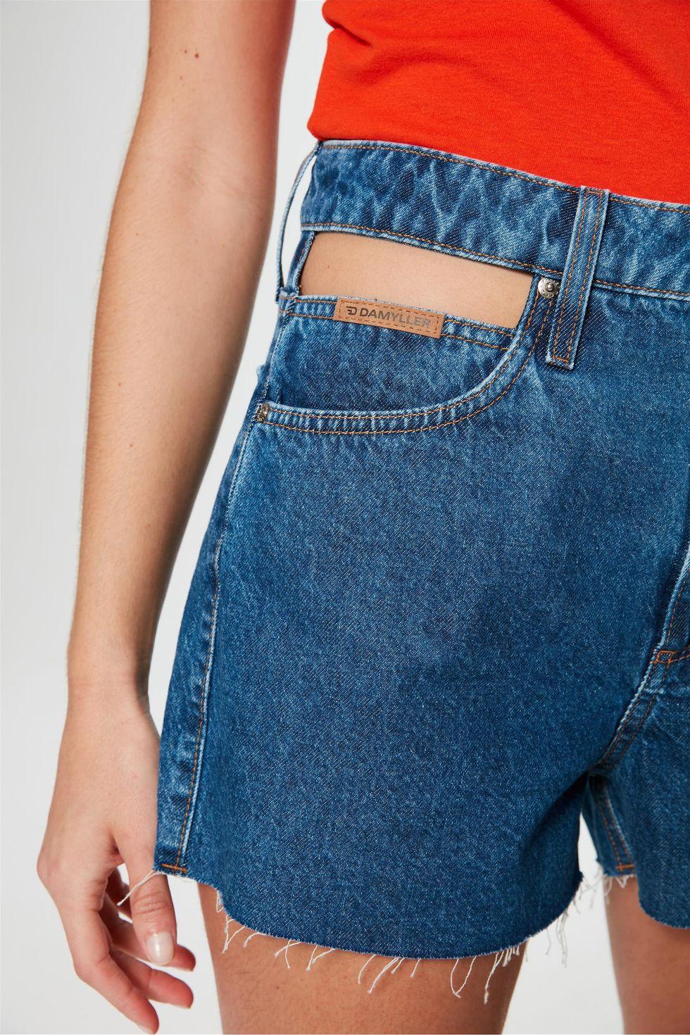Short-Mom-Jeans-Mini-Barra-Desfiada-Detalhe--