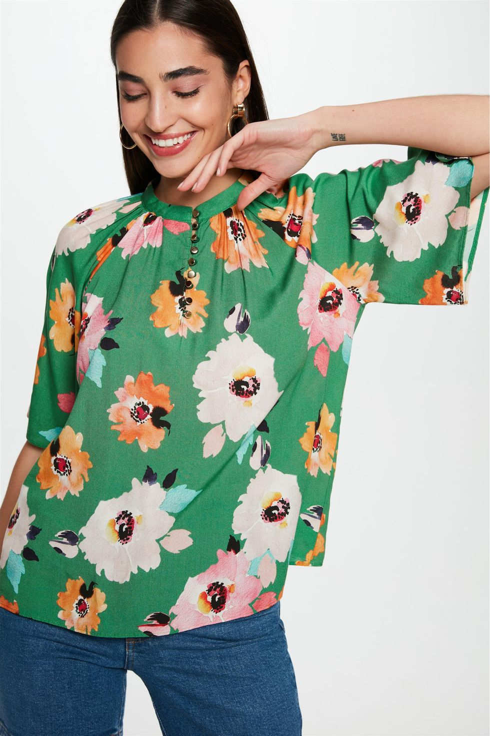 Blusa-Solta-com-Estampa-Floral-Verde-Frente--