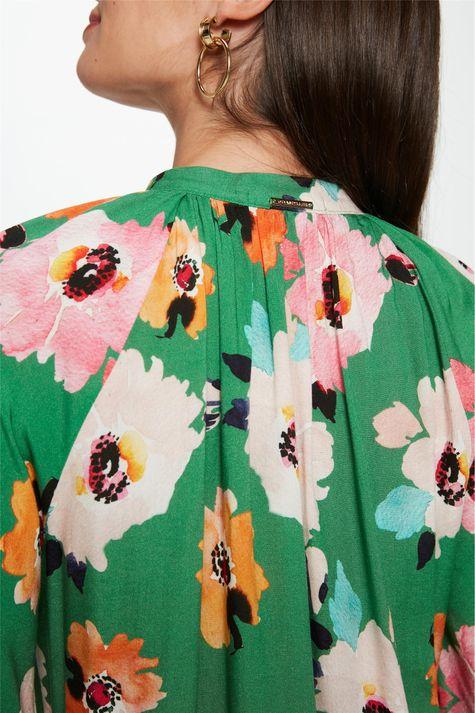 Blusa-Solta-com-Estampa-Floral-Verde-Detalhe-1--
