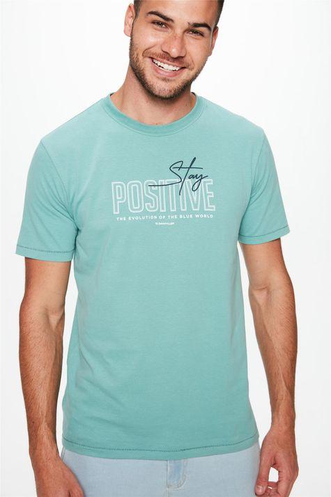 Camiseta-com-Estampa-Stay-Positive-Detalhe--