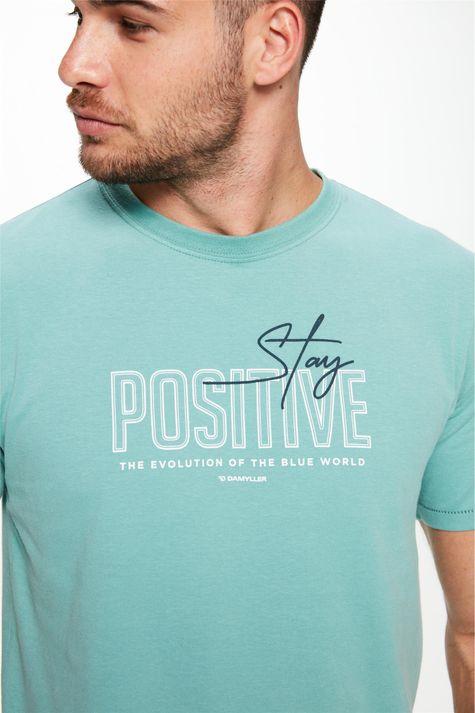 Camiseta-com-Estampa-Stay-Positive-Detalhe-1--