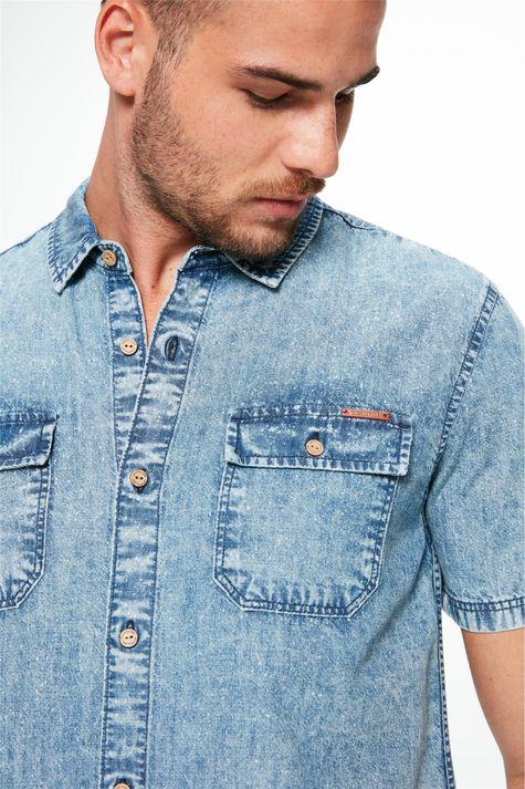 Camisa-Jeans-Manga-Curta-com-Bolsos-Detalhe-1--