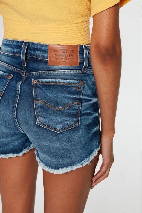 Short-Jeans-Medio-Curto-Justo-Desfiado-Detalhe-1--