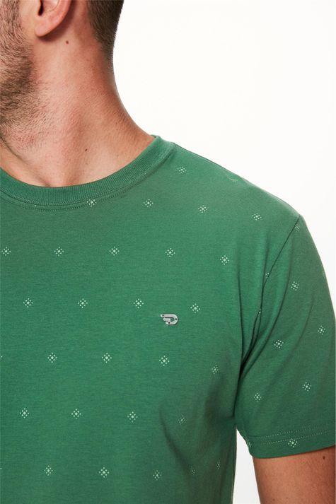 Camiseta-com-Silk-de-Repeticao-Masculina-Detalhe-1--