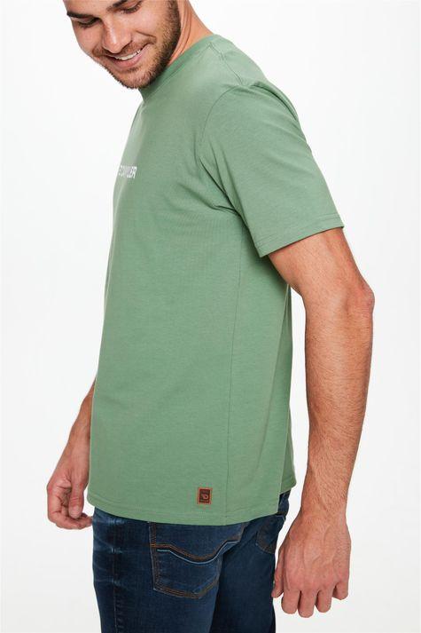 Camiseta-com-Estampa-Logo-Damyller-Detalhe--