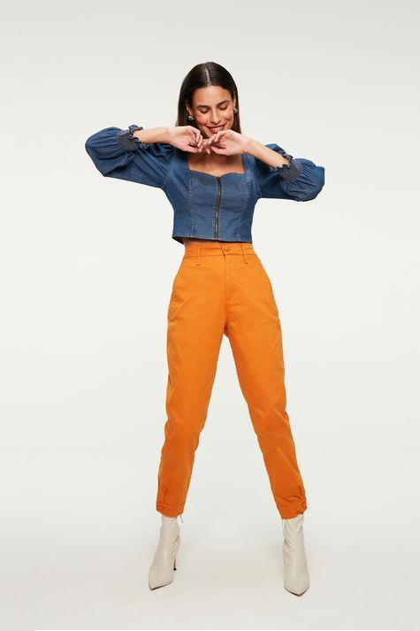 Blusa-Jeans-Leve-com-Mangas-Bufantes-Detalhe-1--
