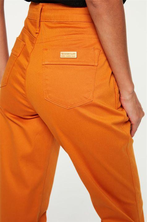 Calca-de-Sarja-Carrot-Cintura-Alta-Color-Detalhe-1--