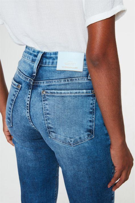 Calca-Jeans-Medio-Reta-Cintura-Alta-C1-Detalhe-2--