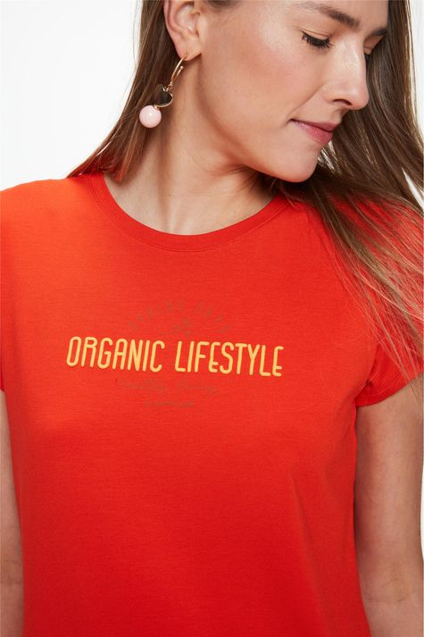 Camiseta-com-Estampa-Organic-Lifestyle-Detalhe--