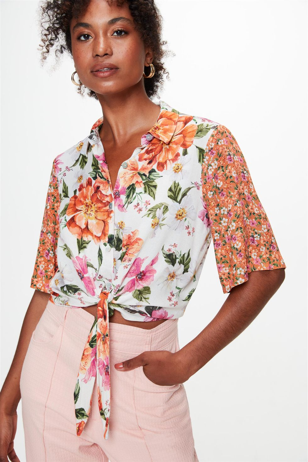 Camisa-Manga-Curta-Estampa-Mix-Florais-Frente--