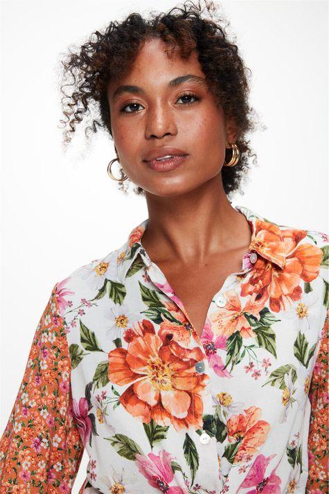 Camisa-Manga-Curta-Estampa-Mix-Florais-Detalhe-1--