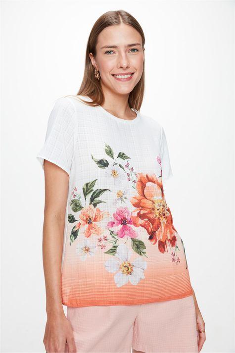 Blusa-em-Tecido-Plano-com-Estampa-Floral-Frente--