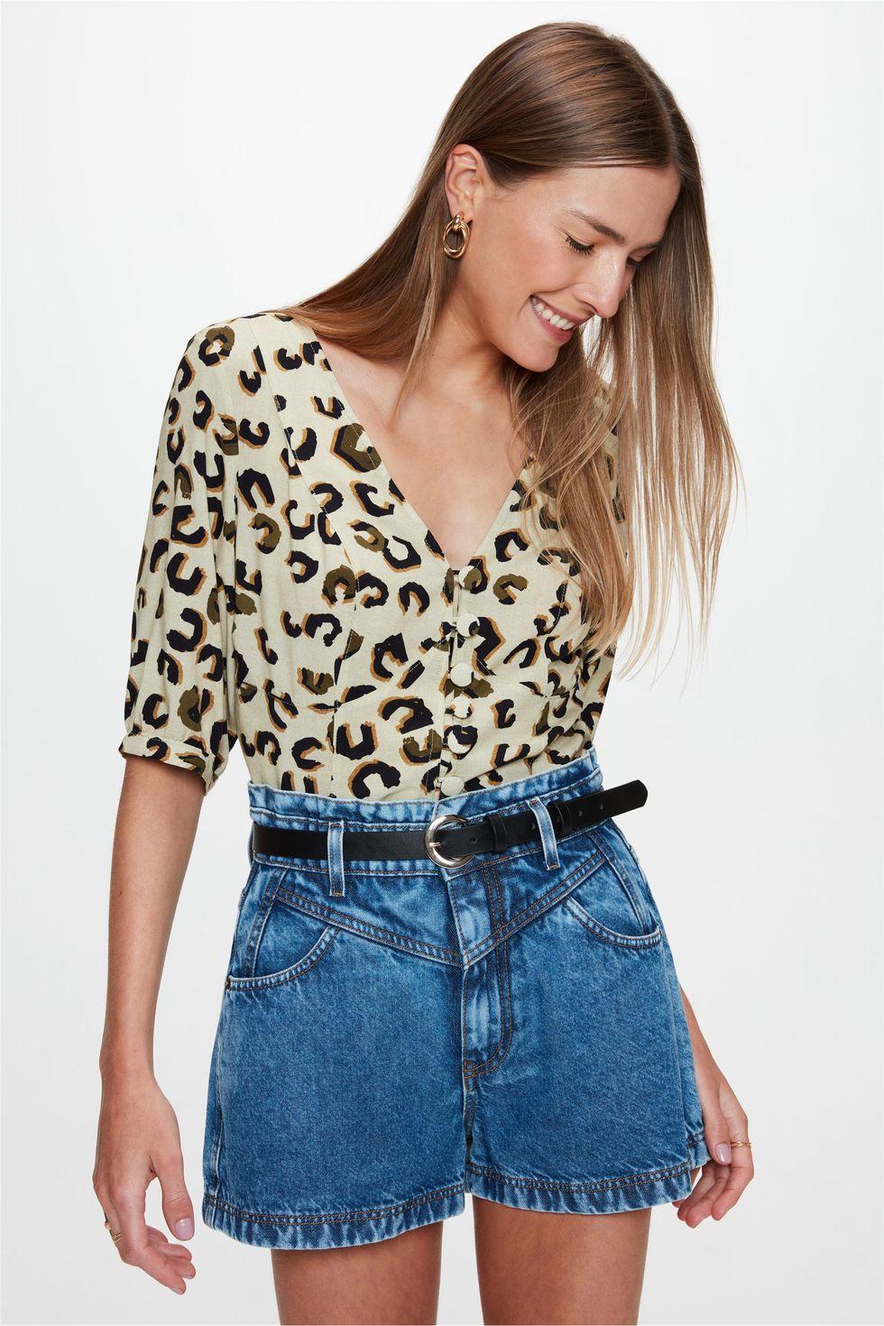 Short-Jeans-Curto-Clochard-com-Recortes-Frente--