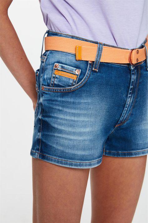 Short-Jeans-Medio-Curto-Justo-com-Cinto-Detalhe--