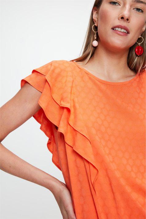 Blusa-Tecido-Plano-com-Textura-e-Babados-Detalhe--