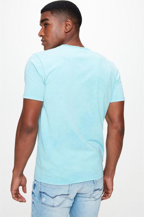Camiseta-Estampa-Relevo-no-Torax-Costas--
