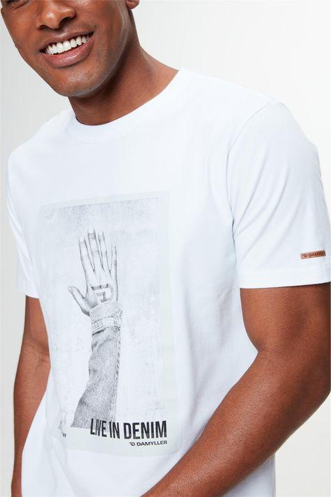 Camiseta-com-Estampa-Live-In-Denim-Detalhe-1--