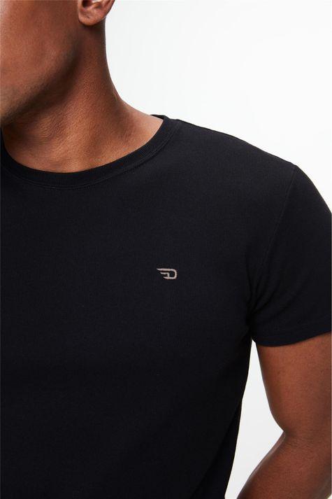 Camiseta-de-Malha-Macia-Lisa-Masculina-Detalhe--