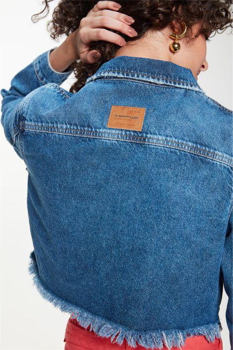 Jaqueta-Jeans-Cropped-Barra-Desfiada-Detalhe-2--
