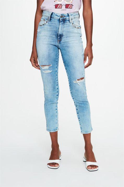 Calca-Jeans-Skinny-com-Puidos-e-Ilhos-Detalhe--