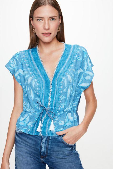 Blusa-Jeans-com-Estampa-de-Folhas-Azul-Frente--