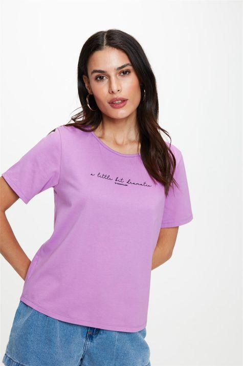 Camiseta-Estampa-A-Little-Bit-Dramatic-Frente--